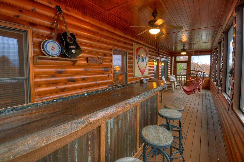 bar exterior casa lemn