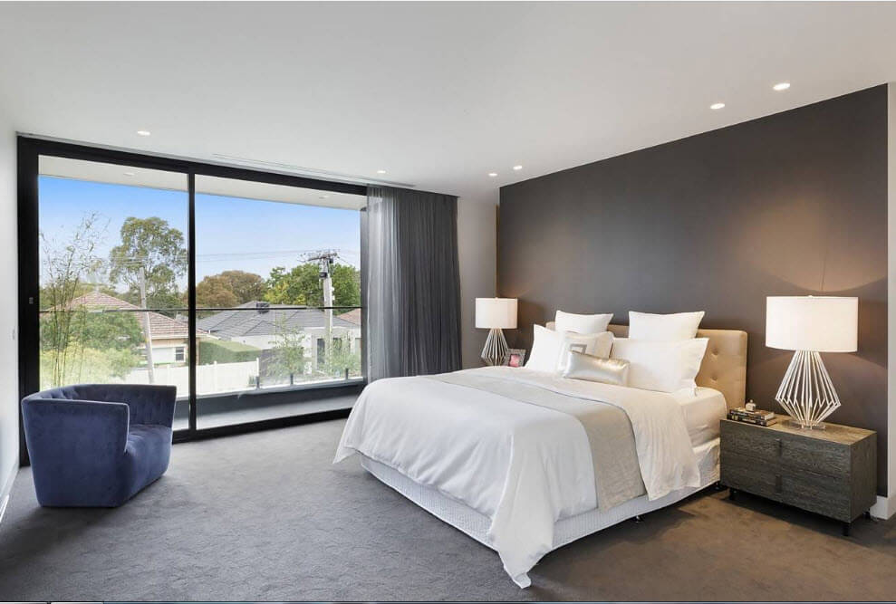 dormitor cu perete negru