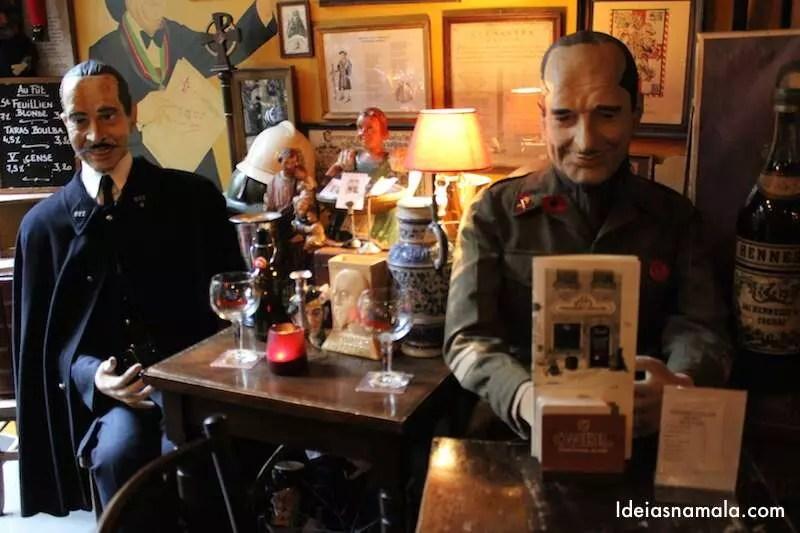 Bonecos títeres no Bar Poechenellekelder em Bruxelas
