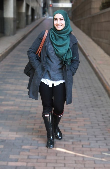Dress Hijab dan Sepatu Boot Bikin Kamu Tambah Modis  Ide