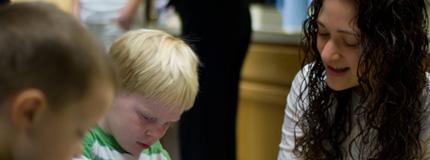 'Sensitive' Older Sibling May Help Boost Preschoolers' Language Skills