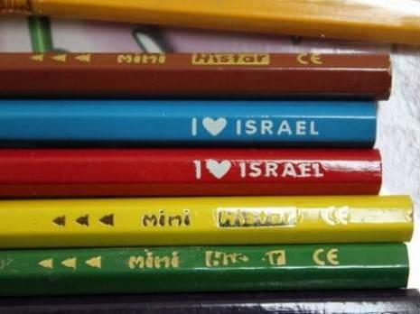 """Frustration en Algérie : Des articles scolaires en vente portent la mention """"I love Israël"""""""