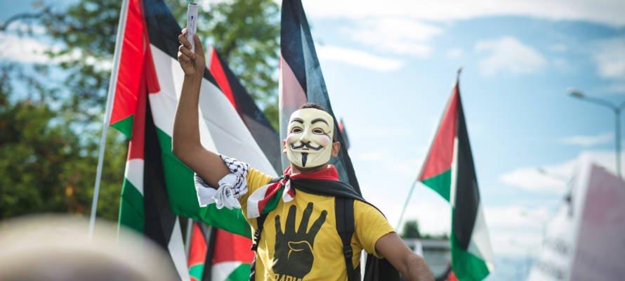 Opinion : Devinez qui organise le voyage de votre enfant en Israël ?