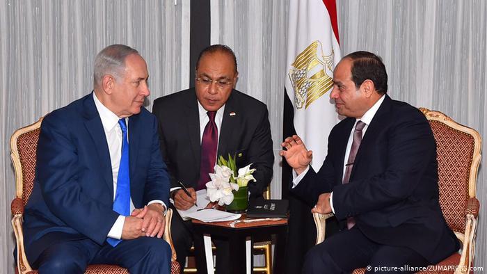 El-Sissi (à droite) rencontre le Premier ministre israélien Netanyahu (à gauche) en septembre 2017