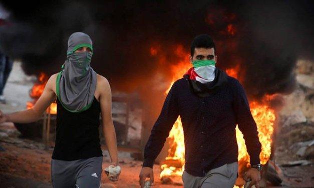 REGARDEZ : Le leader palestinien fait l'éloge des émeutiers qui attaquent les Juifs