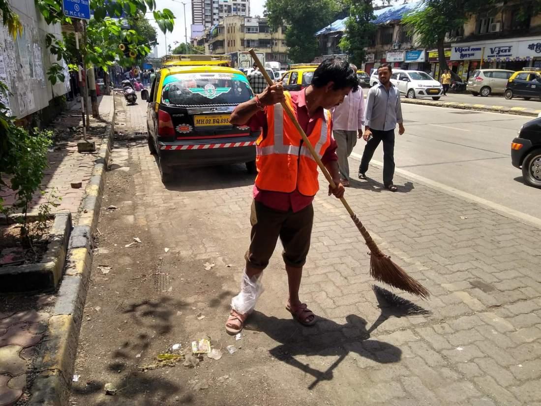 Ganesh Shinde at work, with his injured foot wrapped in plastic. Photo credit: Priyanka Borpujari