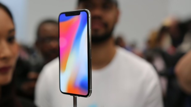 Lots of iPhone X being openly carried around by Apple employees