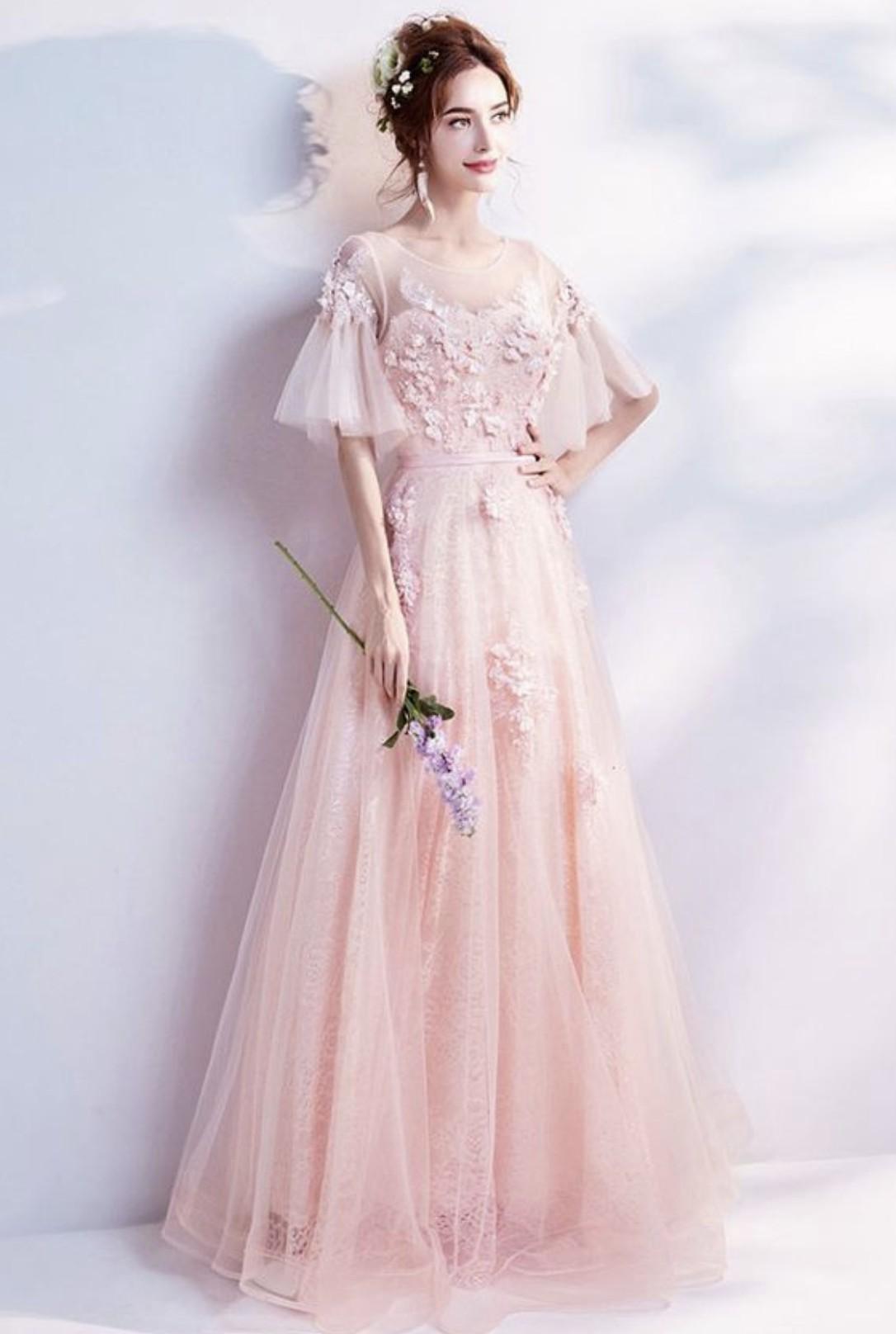 Menggelar Acara Valentine Day Wedding Dengan Gaun Pink