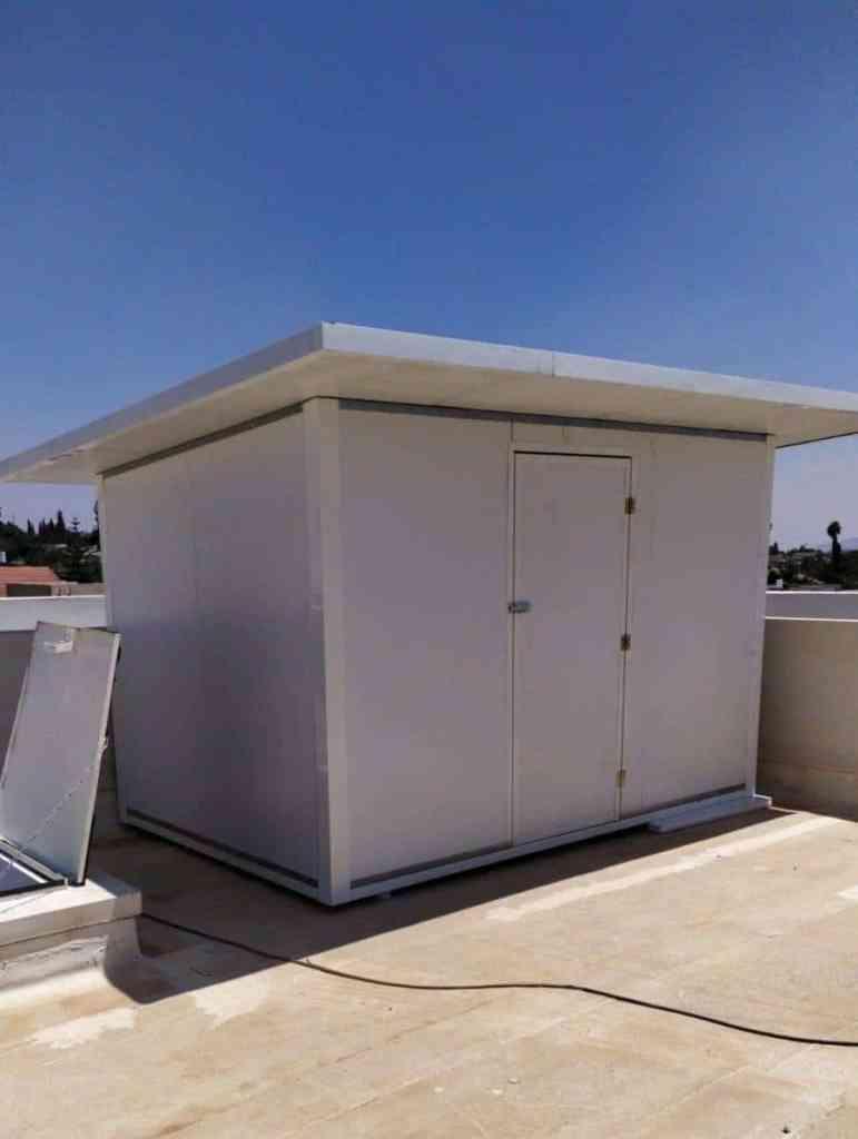 מחסן פאנל מבודד על גג הבית