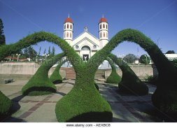 costa-rica-zacero-church-artifical-hedge-arches-aexbc8