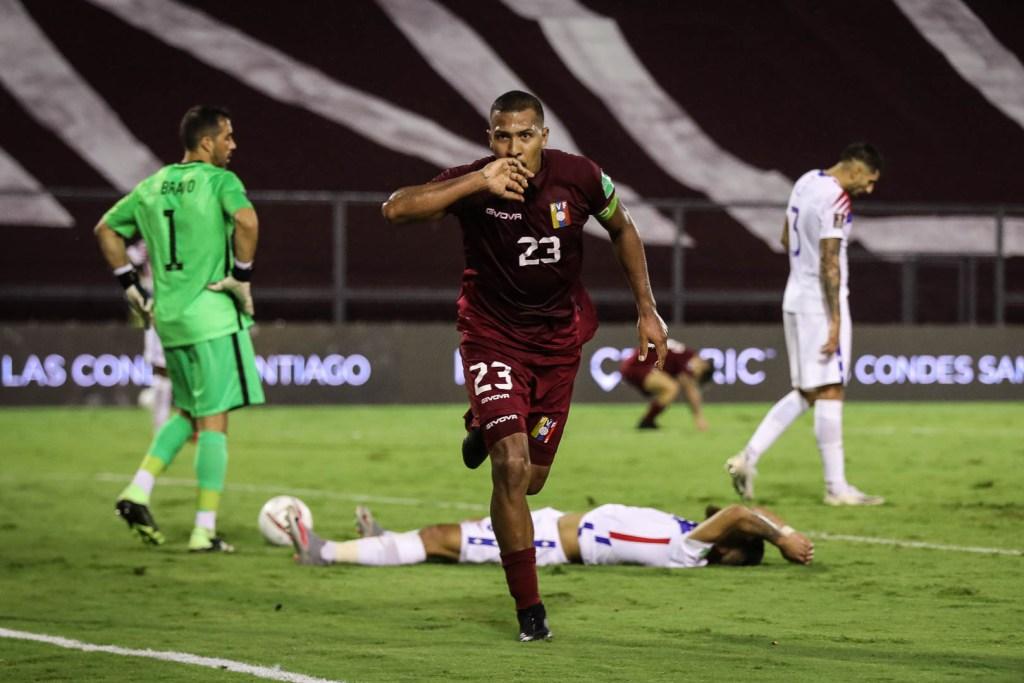 Salomón Rondón festeja su gol contra Chile, por Simón Bardinet.