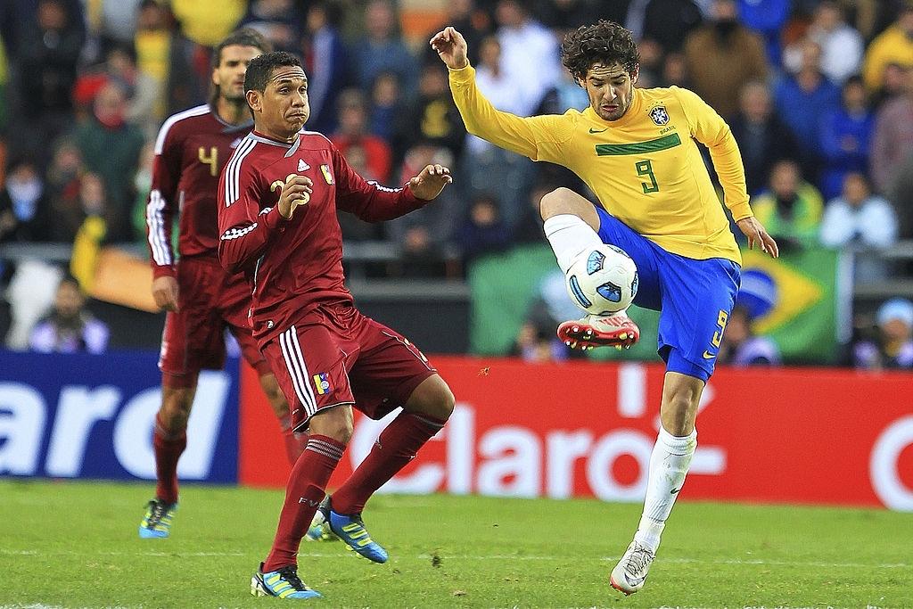 Grenddy Perozo con la Vinotinto contra Brasil.