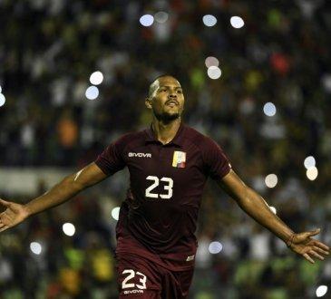 Salomón Rondón contra Bolivia en Caracas.