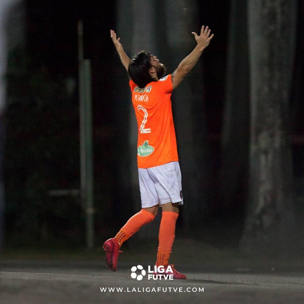 Martín García festeja el primer gol de La Guaira.