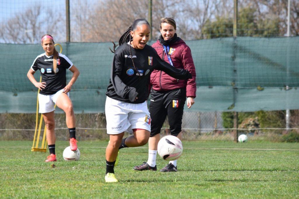 Lourdes Moreno durante los últimos entrenamientos de la Vinotinto femenina.