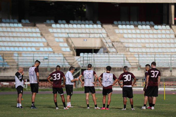 José Peseiro y los jugadores en Caracas - Foto FVF