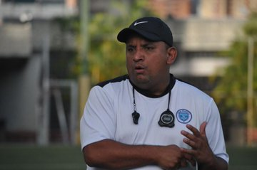 """Bladimir """"Pomponio"""" Morales, DT del Gran Valencia"""