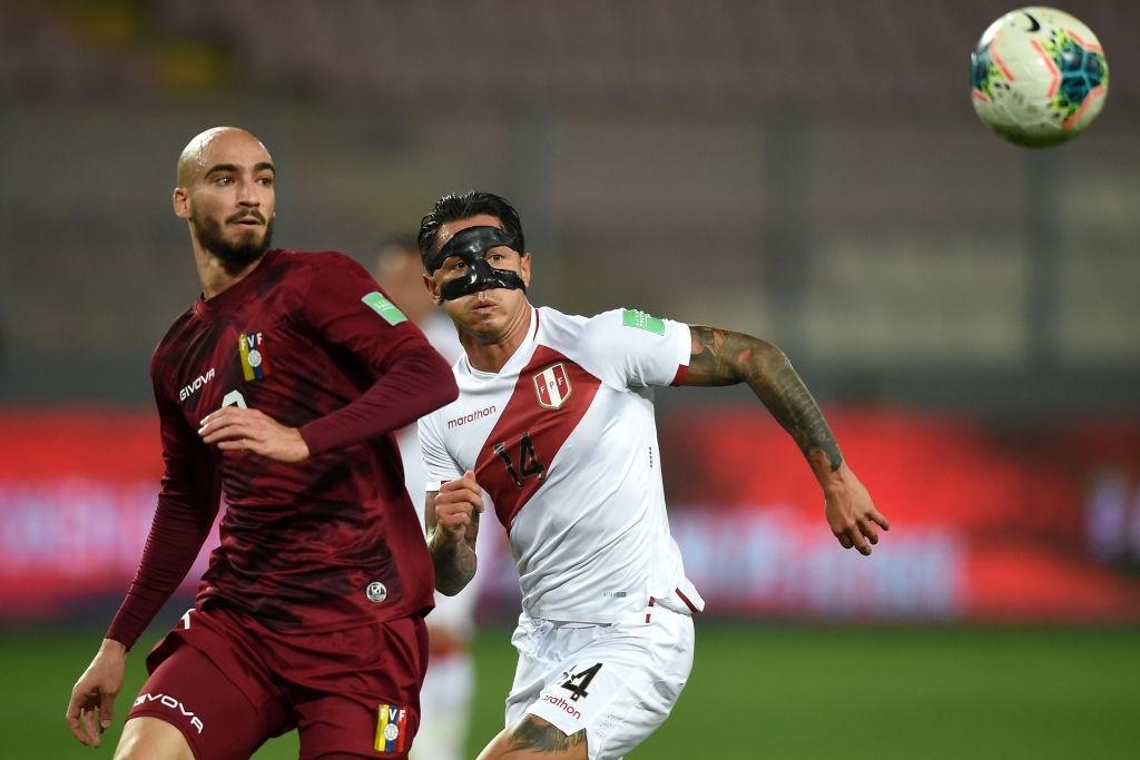 Un fallo de Mikel Villanueva signó el gol peruano ante Venezuela