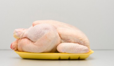 #FrozenChook: Η νέα μόδα στις selfies είναι να ποζάρεις σαν κατεψυγμένο κοτόπουλο.