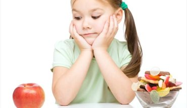 Πώς να κάνετε τα παιδιά σας να τρώνε πιο υγιεινά χωρίς… φασαρίες