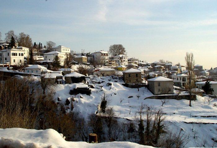 Μαγεία: Οι πόλεις-στολίδια της Ελλάδας με τις ομορφότερες χριστουγεννιάτικες αγορές (PHOTOS) 5