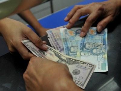 PHILIPPINES-US-ECONOMY-FOREX-MONEY