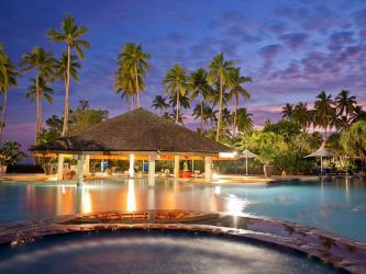 naviti-pool-bar-at-naviti-resort-standard