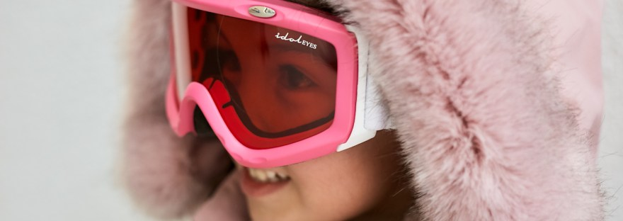 Girl wearing Idol Eyes Australia ski goggles