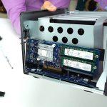 Synology M.2 SSD-Adapterkarte installieren M2D17 SSD-Cache
