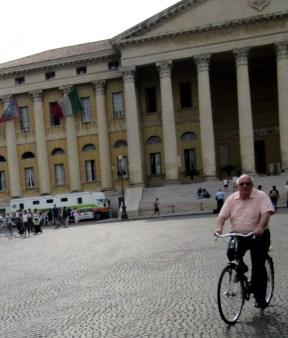older-cyclists-verona