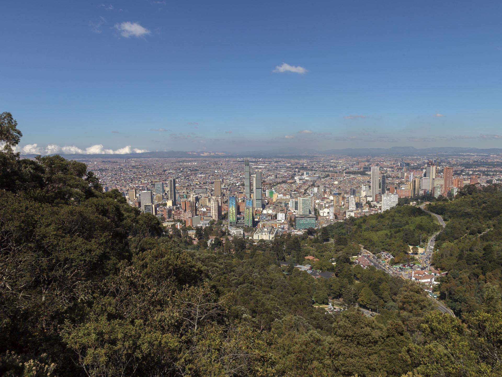 Los cerros orientales son un rasgo característico de nuestra ciudad. Foto: Hanz Rippe / IDPC.