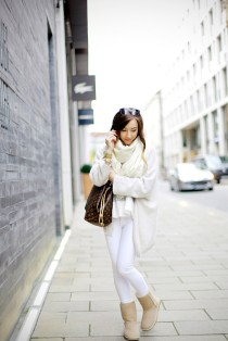 cream-ugg-boots-with-white-jeans-outfit-bmodish-2