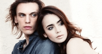 Galeria: Lily Collins e Jamie Campbell Bower no Met Gala 2013