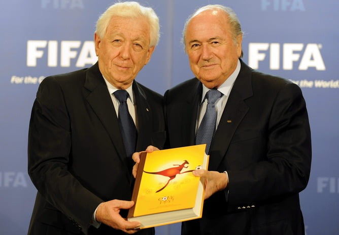 epa02156558 Frank Lowy, (L), Australian FFA Chairman, hands over the bid to host the FIFA soccer World Cup 2018/2022 to FIFA President Josef S. Blatter, (R), in Zurich, Switzerland, 14 May 2010. EPA/WALTER BIERI