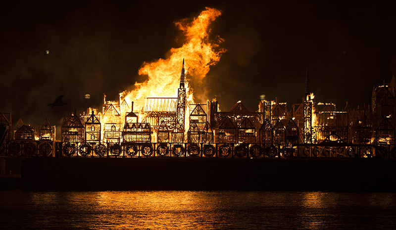 London S Burning Wooden Replica Set Alight To Mark The