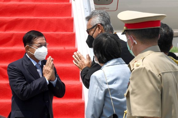 Myanmar's junta chief Senior General Min Aung Hlaing (L) gestures as he is welcomed upon his arrival ahead of the ASEAN leaders' summit, at the Soekarno Hatta International airport in Tangerang, on the outskirts of Jakarta, Indonesia, April 24, 2021. (Indonesian Presidential Palace via Reuters)