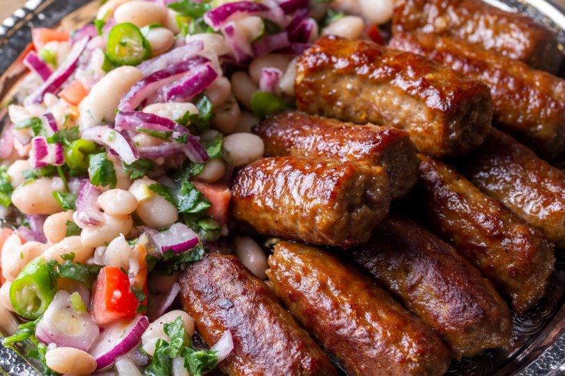 The famed Tekirdağ köftesi, or meatball, is served with salad. (Shutterstock Photo)