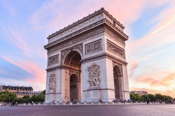 ARCH DE TRIOMPHE Wisata Sejarah di Paris
