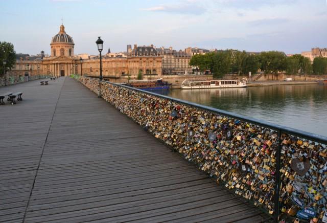 JEMBATAN GEMBOK CINTA PARIS Yang Sangat Unik
