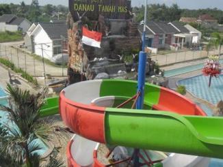 Waterpark di Danau Tanah Mas Palembang