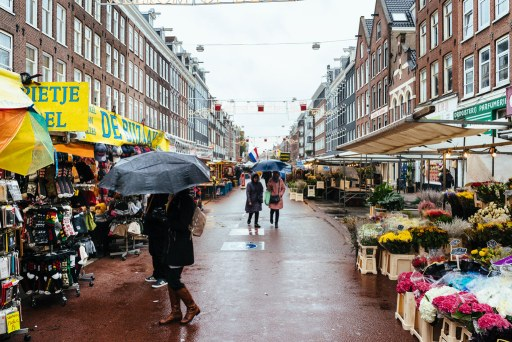 Rain on the Albert Cuyp Market in Amsterdam: how to rainproof the city?