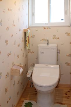娘さんのお気に入り、プーさんの壁紙のトイレ
