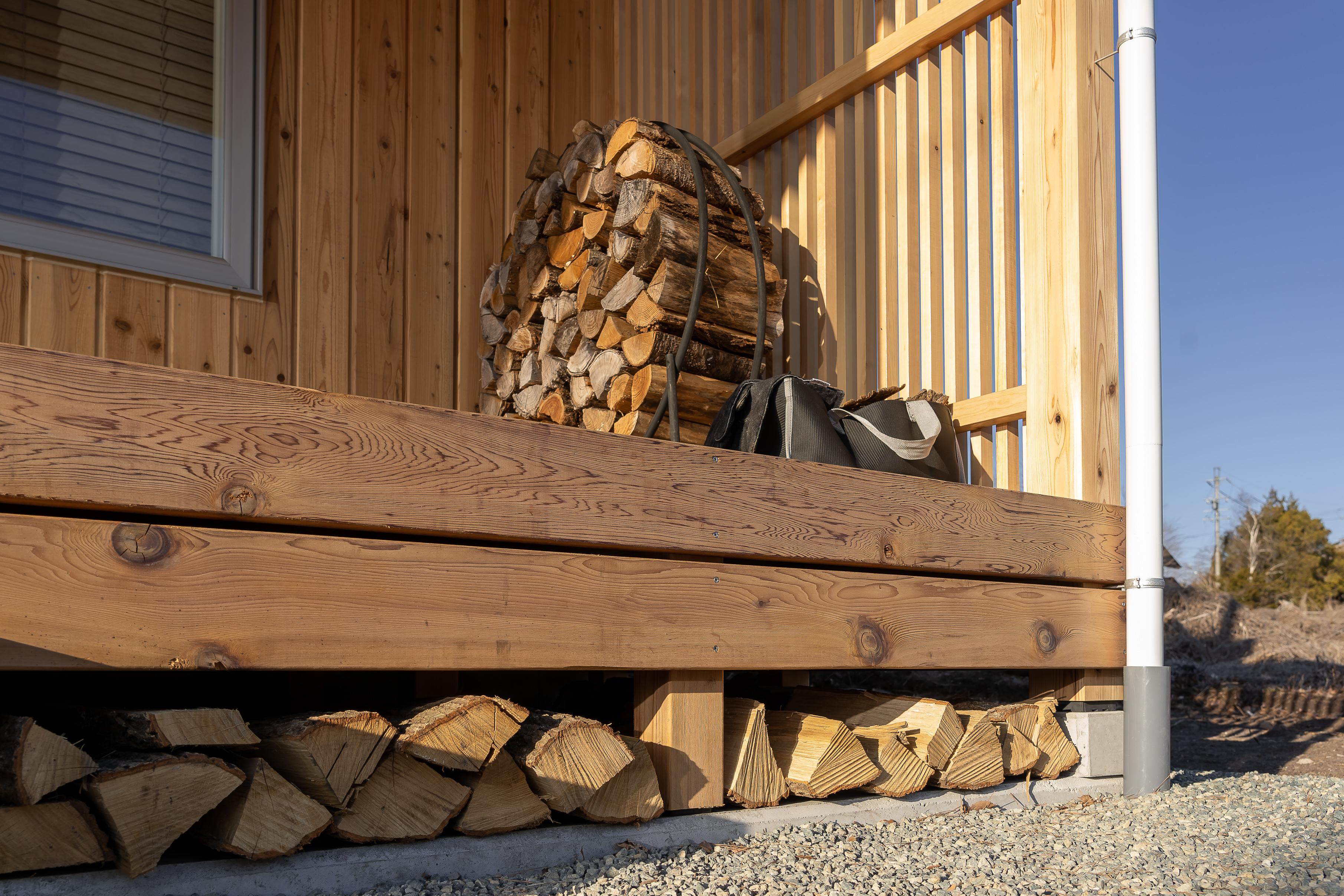 9.縁側は薪が溢れた嬉しい空間