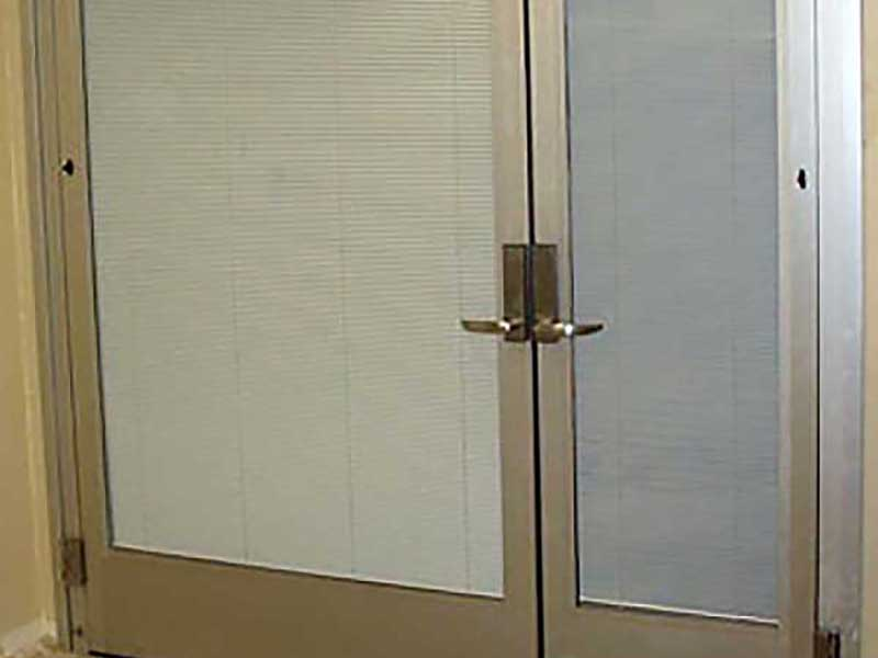 IE; Blinds Aluminum Swing Door