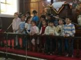 Los niños cantando