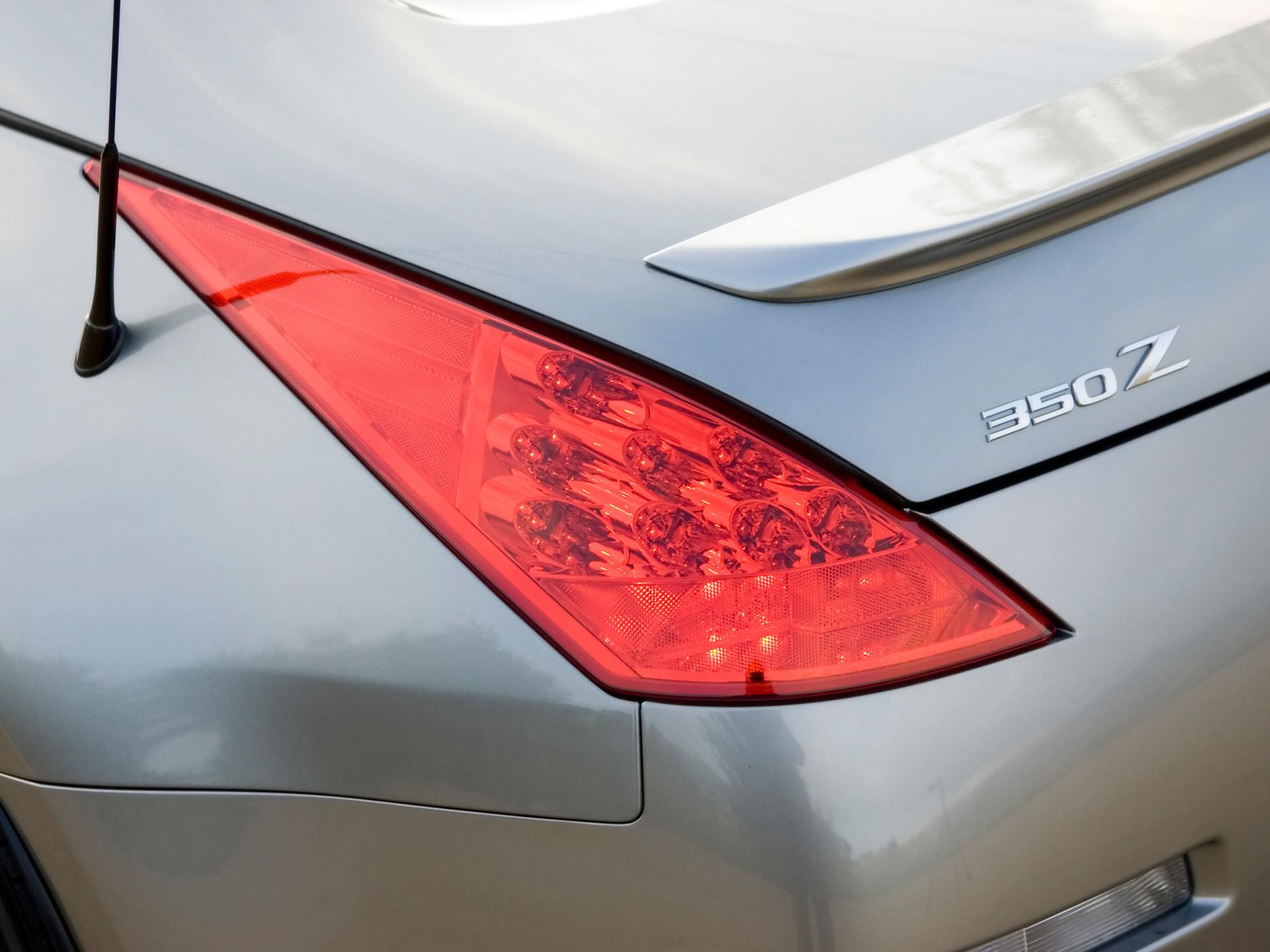 2007-Nissan-350Z-Rear-Light-1920x1440