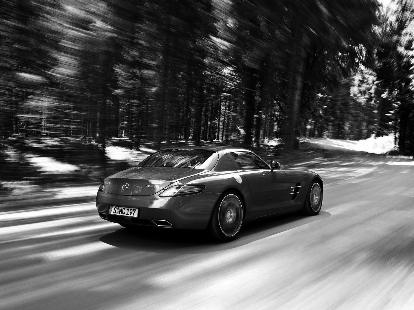 Mercedes_Benz_SLS_Gullwing_3