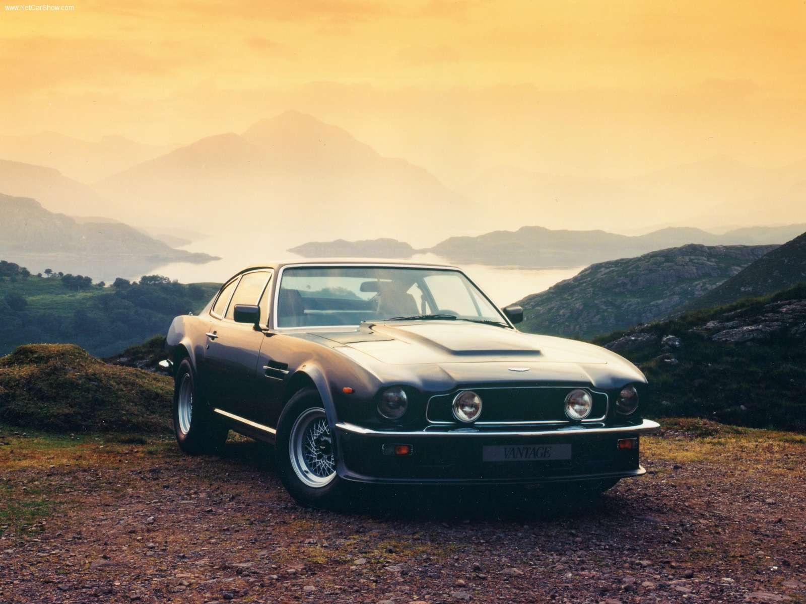 Aston_Martin-V8_Vantage_1977_1600x1200_wallpaper_01