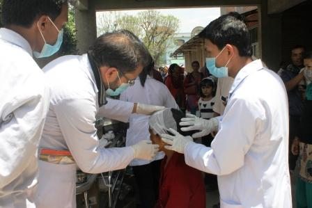 Students providing wound care. Image via http://www.pahs.edu.np/patan-hospital-earthquake-disaster-relief-fund/photo-gallery/