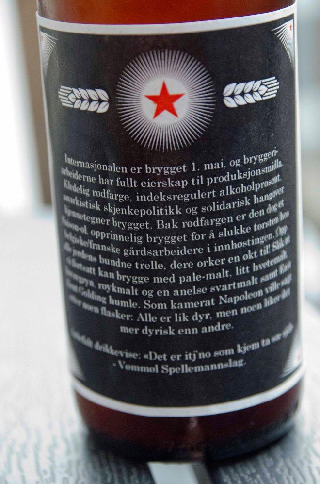 """Med anbefalt drikkevise: """"Det e itjnå som kjem tå sæ sjøl"""" med Vømmøl Spellmannslag."""